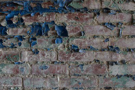 dirty-brick-wall-low